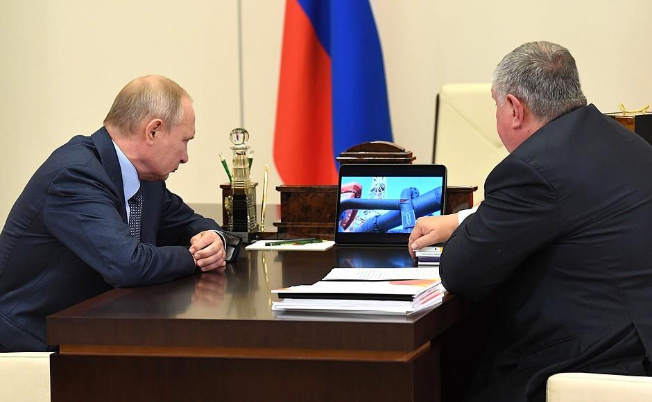 Vladimir Putin with Rosneft CEO and Chairman of the Management Board Igor Sechin. Credit: en.kremlin.ru